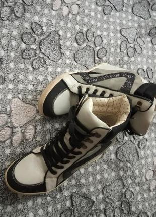 New look сникерсы фирменные кроссовки высокие6 фото