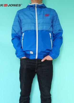 Легкая стильная голубая ветровка jack&jones