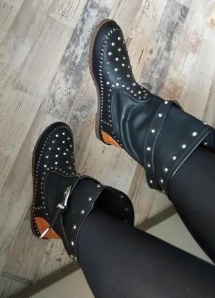 Супер стильні чоботи ,черевики ,тренд