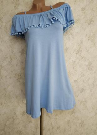 Великолепное платьице с открытыми плечами и воланами.