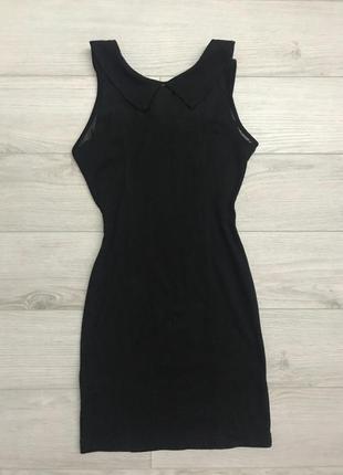 Черное платье с воротником forever 21