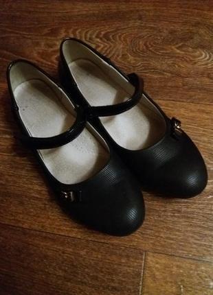 Красивые , легенькие туфельки 37 размер