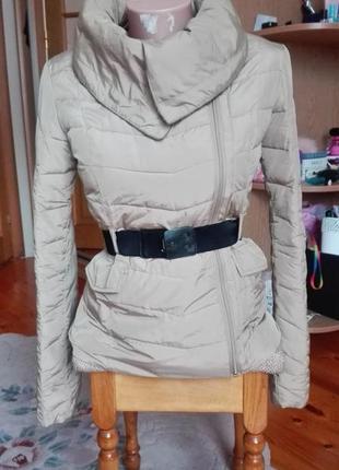 Легка весняна курточка бренд guess