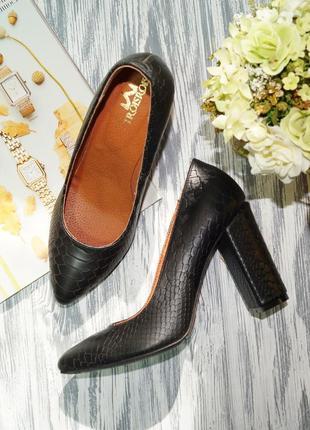 Lavorazione artigianale. кожа. красивые туфли лодочки на устойчивом каблуке
