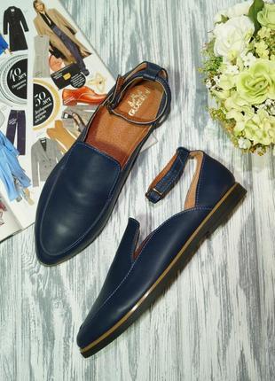 Красивые туфли с ремешками на низком ходу