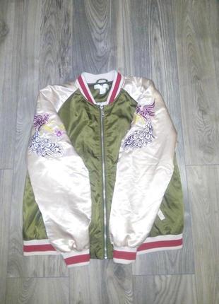 Куртка-бомбер с вышивкой.