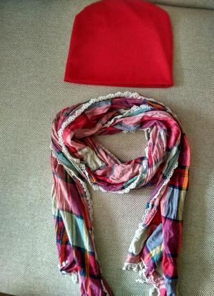 Шапка демисезонная красная шарф в клетку с кружевом шапочка