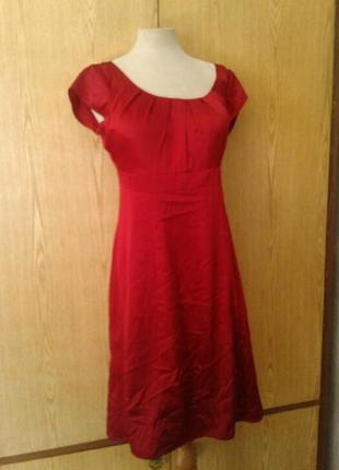 Атласное красное платье,м.4 фото