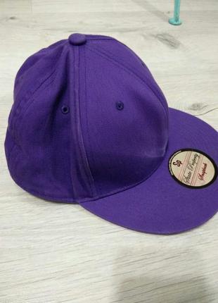 Классная бейсболка с ровным козырьком. кепка фиолетовая.state property.