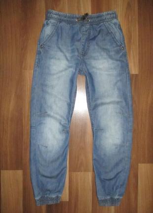 Тонкие джинсики на резинке фирмы джорж на 8-9 лет