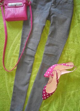 Серые джинсы 38 р.