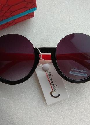 Новые модные очки круглые, черные с красными дужками