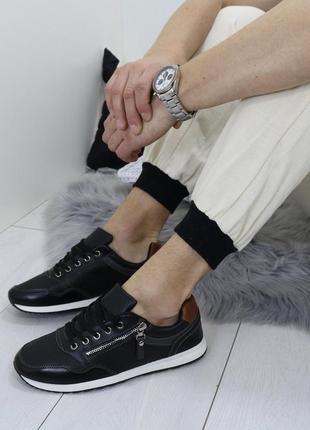 Новые черные мужские кроссовки