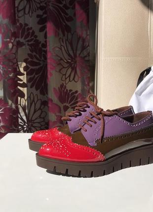 Туфли броги baldinini острым носком из лакированной кожи