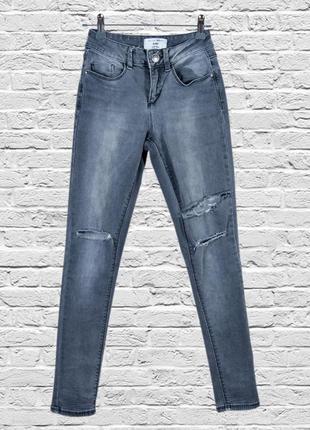 Серые джинсы скинни рваные, зауженные джинсы скинни с дырками