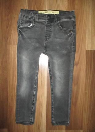 Черные узкие джинсики фирмы деним ко на 3 года