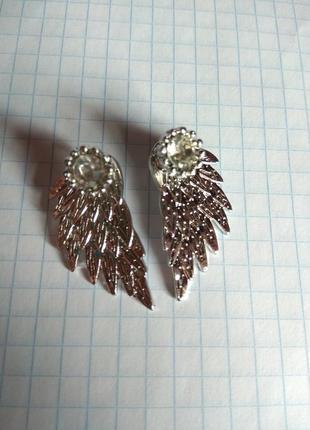 Серьги-гвоздики под серебро крылья с камушками