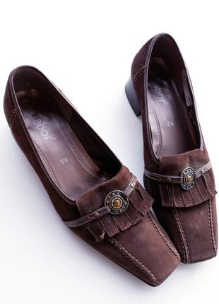 Туфли на низком каблуке из натурального замша