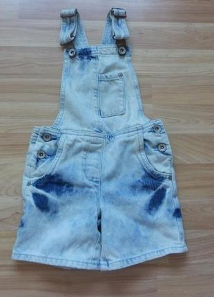 Фирменный джинсовый комбинезон next малышке 4 года состояние отличное
