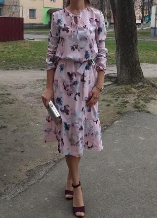 Стильное лёгкое платье миди с цветочным принтом хит весна 2019