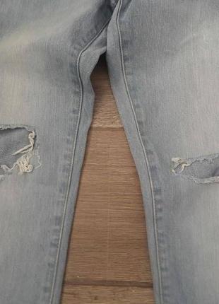 Бойренды. классные. супер стильные рваные джинсы straight factorie. оригинал