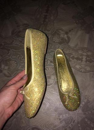 Блестящие балетки золотые
