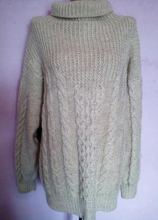 Теплый свитер,косами