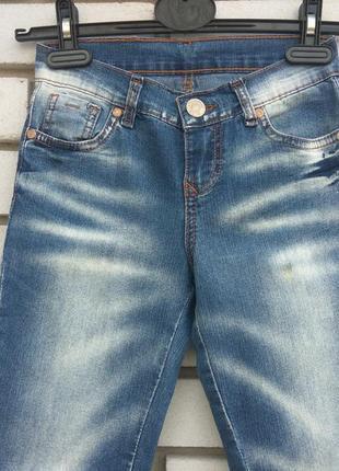 Продам отличные джинсы на девочку gloria jeans