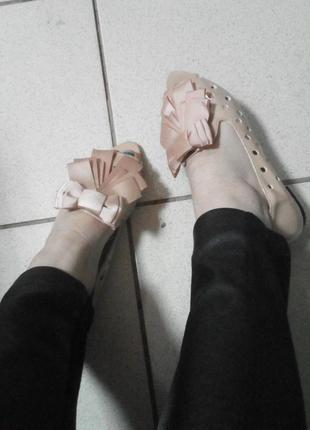 Лаковые балетки с бантом