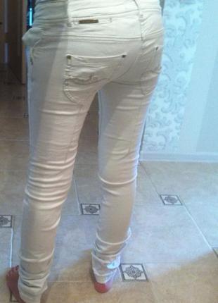 Белые джинсы pull & bear