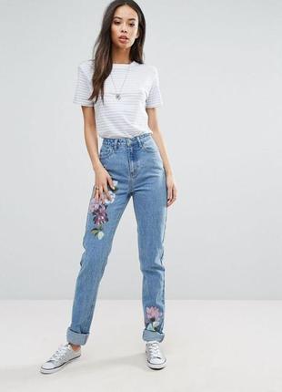 Красивые джинсы с высокой посадкой на высокую девушку с цветами