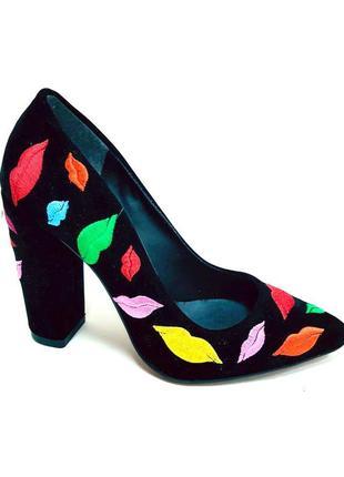 Модные удобные туфли на каблуке размеры наличие
