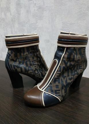 Оригинальные женские ботинки stoalos