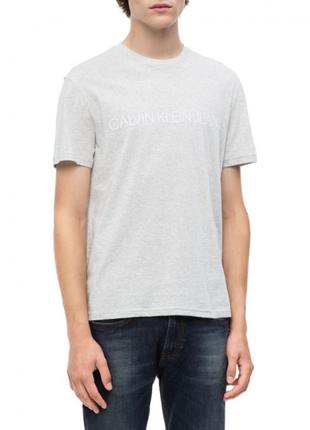 Светло-серая футболка calvin klein jeans