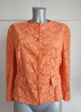 Стильный пиджак karen millen кораллового цвета с вышивкой красивых цветов