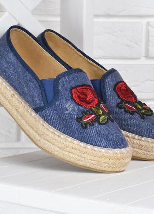 Эспадрильи женские джинсовые слипоны на плетенной платформе с вышивкой синие беж