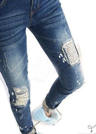 Стильные джинсы с леопардовыми вставками