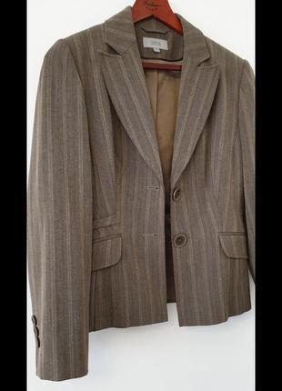 Пиджак известного бренда.