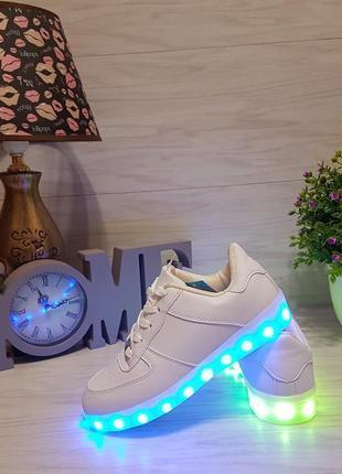 Кроссовки со светящиеся подошвой