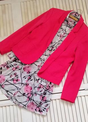 Яркий розовый малиновый пиджак