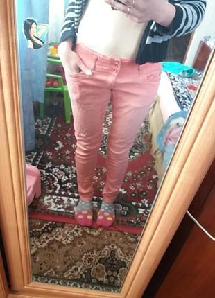 Джинсы розовые