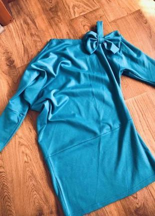 Платье на одно плече с бантом