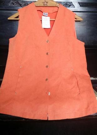 Жилетка оранжевая под велюр,мягкая,с карманами