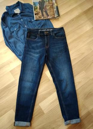 Стильные джинсы скинни с подворотам внизу,высокая посадка без дефектов.крутые.