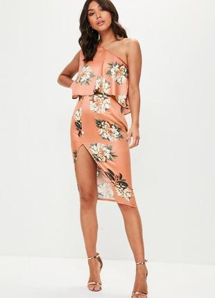 Нежное платье в цветы с воланом