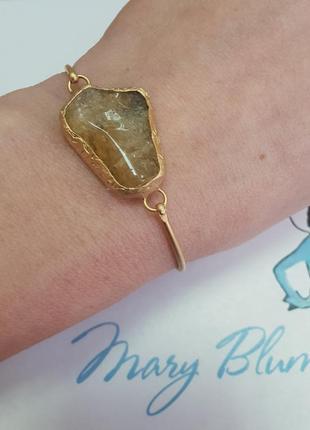 Браслет, шикарный браслет с полудрагоценным камнем.