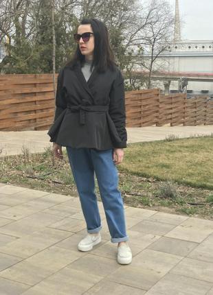 Весенняя дизайнерская куртка с баской