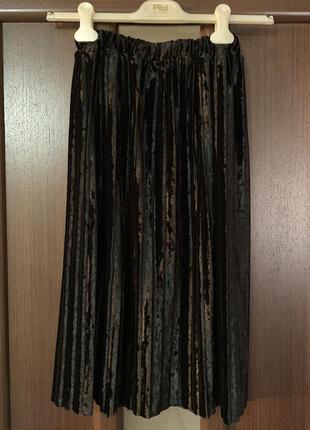 Новая плиссированная бархатная юбка, черного цвета