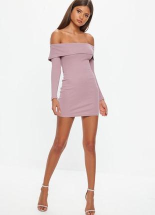 Стильное платье в рубчик на плечи