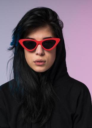 """Женские солнцезащитные очки """"лисички"""" красные с черными линзами"""
